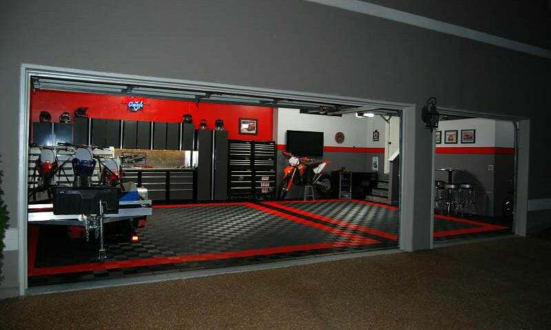 Interlocking garage floor tile