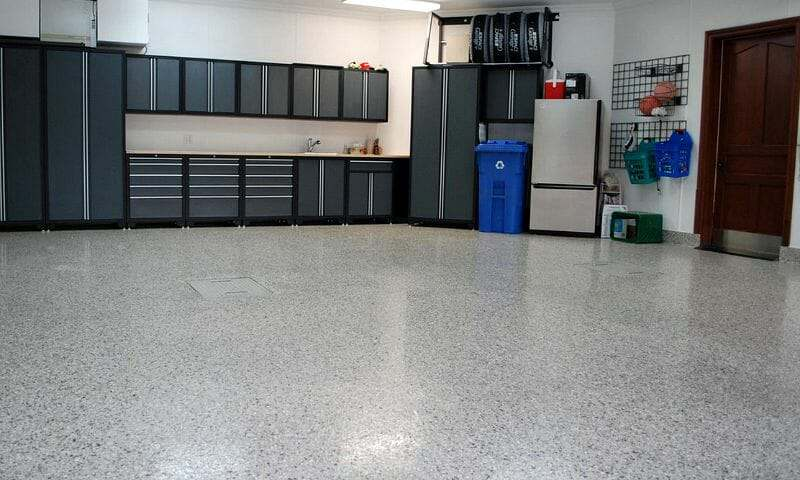 Epoxy garage floor with clear polyurethane top coat